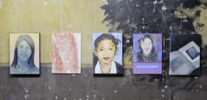 """Exposición """"400 Women"""", en dode 200 artistas dedican sus pinturas a las muertas de Juarez. Organizado por Tamsyn Challenger/ 400women.tumblr.com"""