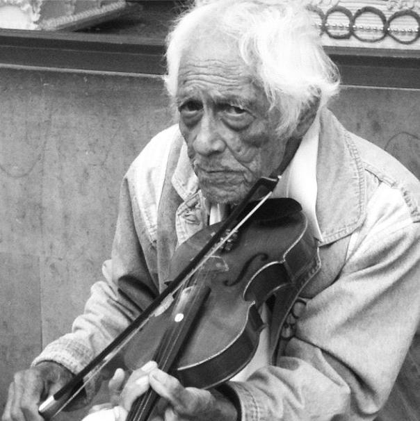 Músico callejero/ Street Musician (Photo: Andrea Arzaba)